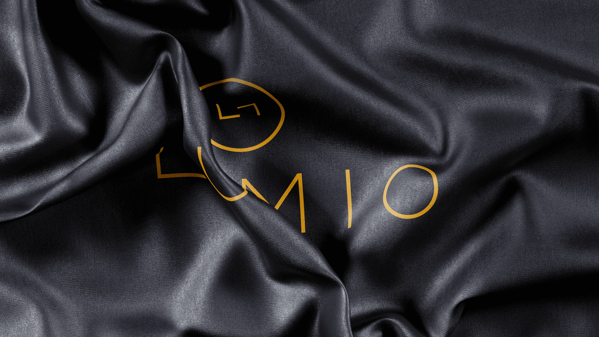 lumio wrinkled cloth with gold logo applied